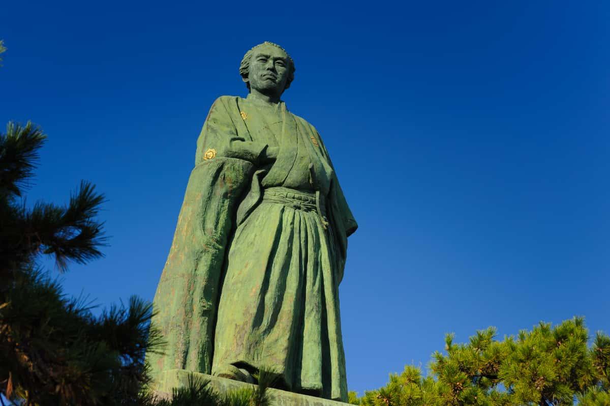 幕末の英雄が太平洋の彼方を見つめる「坂本龍馬銅像」