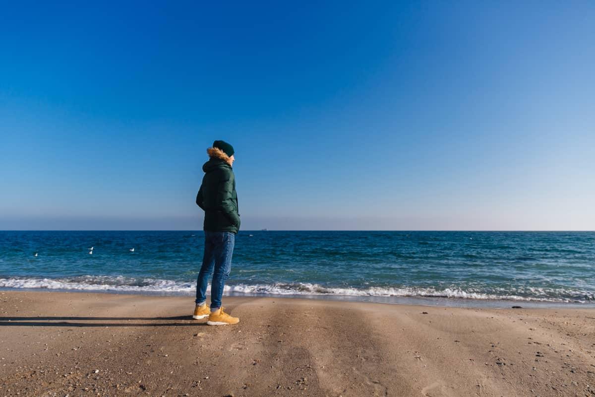冬の沖縄県旅行、男性のコーディネートポイント
