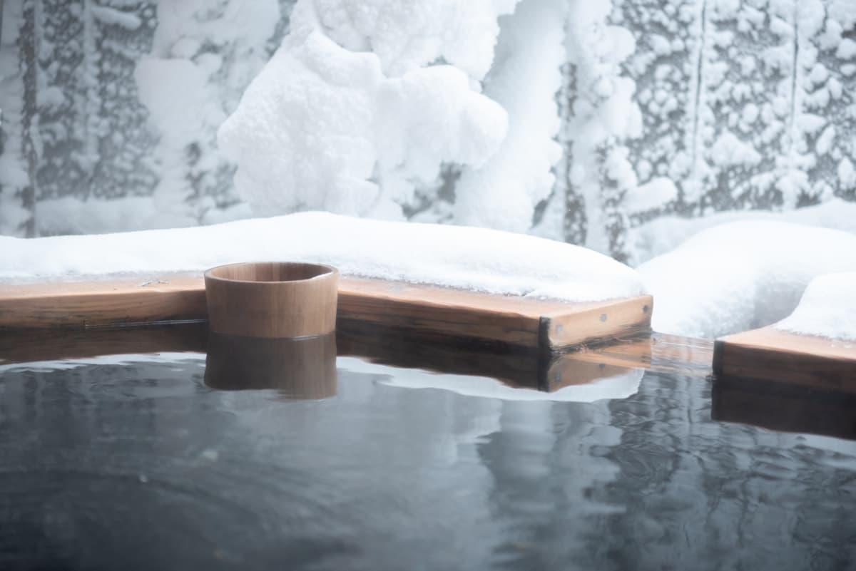 極寒の中での雪見風呂