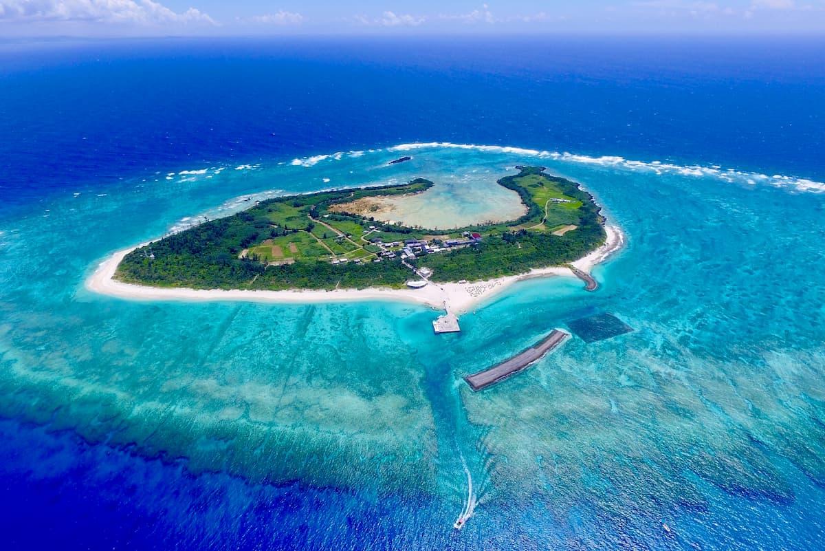 水納島(みんなじま):那覇空港から車で1時間30分、船で15分