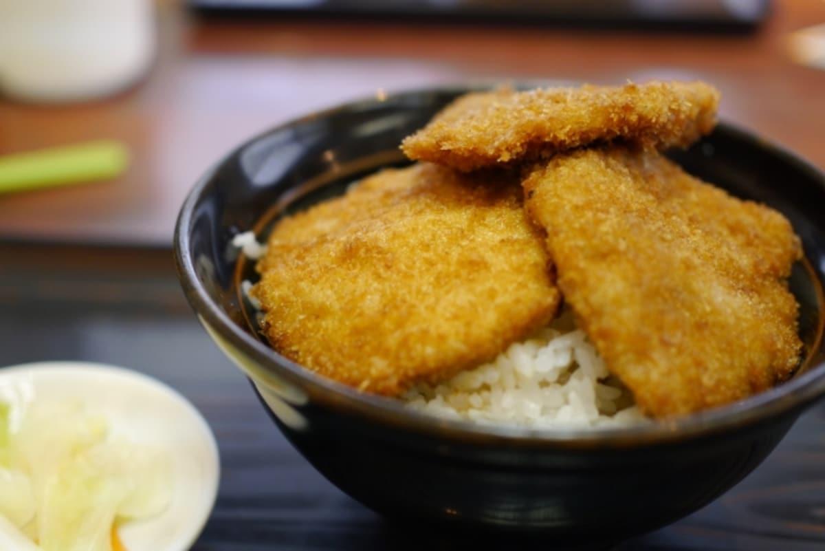 甘辛の醤油ダレでご飯が進む!「タレカツ丼」