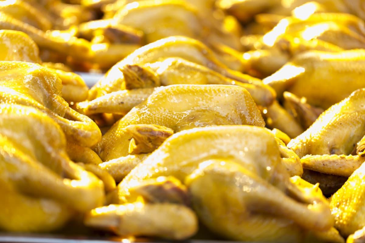 他とはひと味違う、カレー風味の「鶏の半身揚げ」